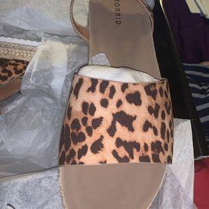 Leo double strap flat form sandal